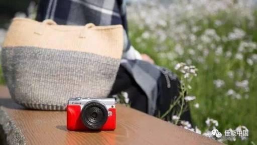 佳能发布微型可换镜数码相机新品EOS...